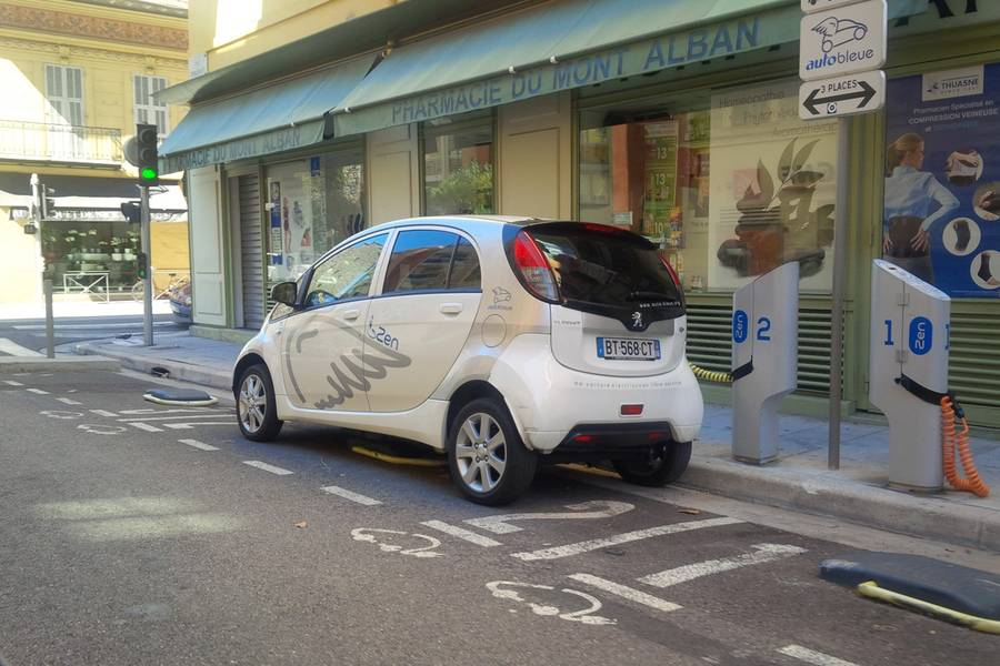 Wind Works Autobleue Electric Vehicle Car Sharing In Nice France